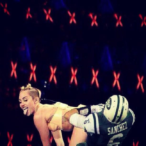 Miley Cyrus Buttfumble